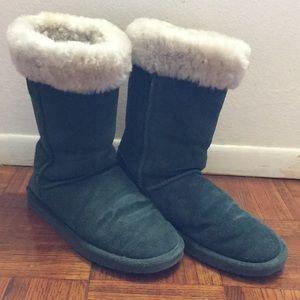 BearPaw women's winter boots sz 10, dark green